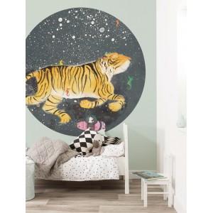 Apskritos formos tapetas vaikams, besišypsantis tigras