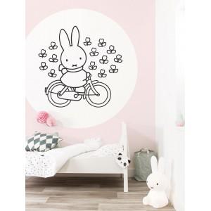 Apskritos formos tapetas vaikams, Miffy važiuoja dviračiu